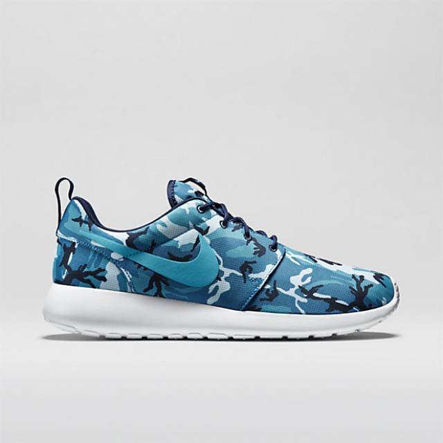 nike going international The history of nike goes back to 1963-64, when phil knight,a mid-distance  runner, and bill bowerman, a track coach,set up a company called blue ribbon.