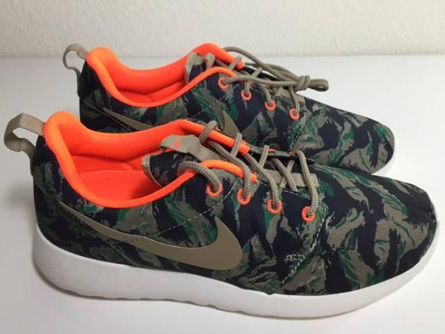 cheaper 88502 3839f Nike Roshe Run Print Tiger Camo Medium Olive