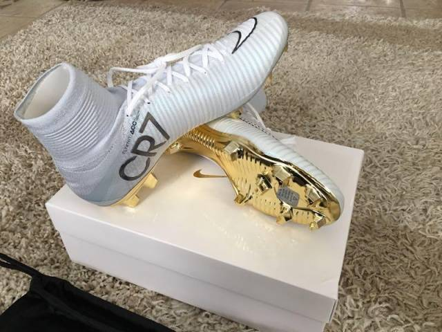 cristiano ronaldos cleats gold white