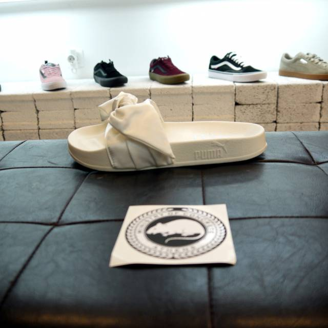 best service 4d5ae 4f163 Puma Fenty Bow Slide Marshmallow White (100% Genuine Ds)