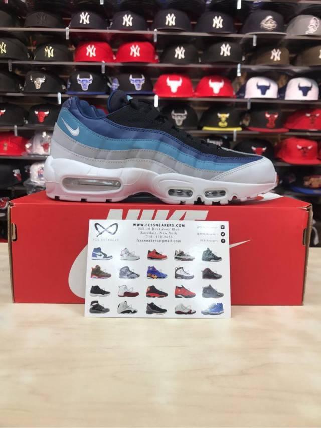 Nike Men's Air Max 95 Essential BlackNavy Sneaker