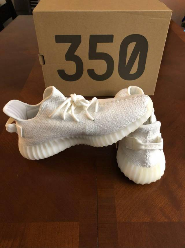 5092d6684fe4f Adidas Yeezy Boost 350 V2 - Cream  BRAND NEW  Size 9.5