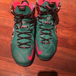 Shop: Nike LeBron 12 Christmas | Kixify Marketplace