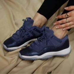 Air jordan 11 low blue moon gs...