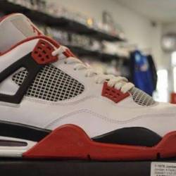 Jordan 4 fire red pre owned si...