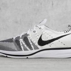 Nike flyknit trainer white black