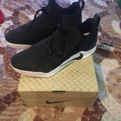 Size 11 kobe a.d. nxt black/wh...