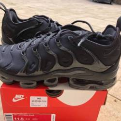 Nike air vapormax plus triple ...