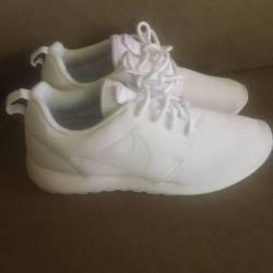 Nike roshe one triple white