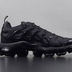 Nike air vapormax plus triple ...