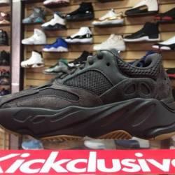 Adidas yeezy 700 v2 utility black